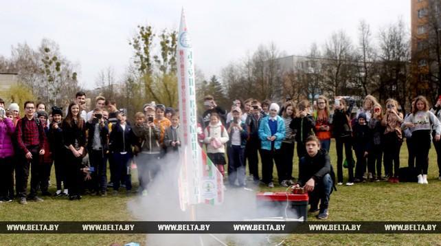 Гродненские школьники отметили День космонавтики пуском моделей ракет