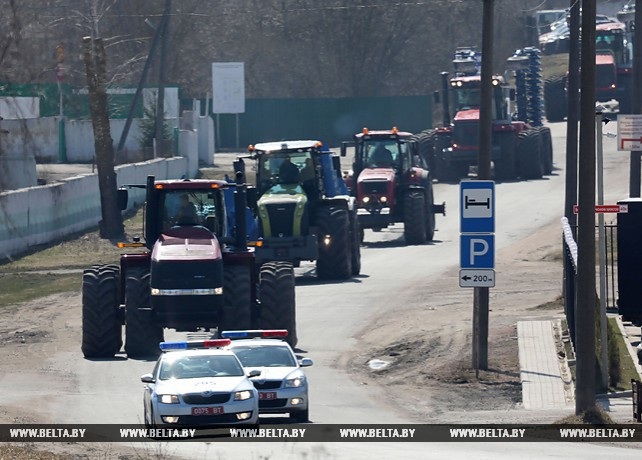 Энергонасыщенные тракторы отправились на поля Витебской области