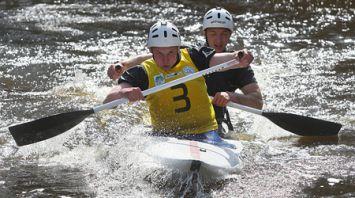 Сезон водного туризма на Августовском канале открыли гонками на байдарках