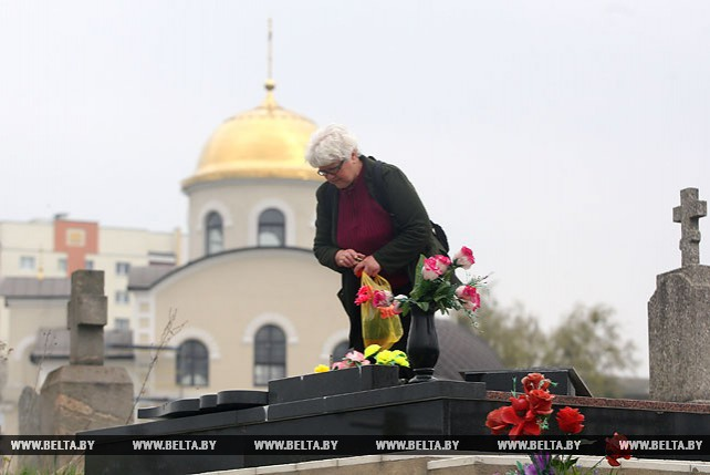 У православных верующих - Радуница
