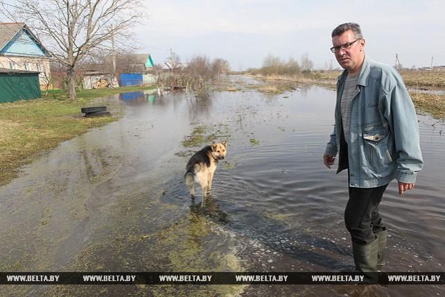 В Добруше на улице Пролетарской остаются затопленными несколько частных подворий