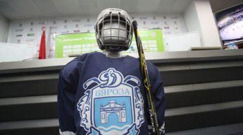 ФХБ передала комплекты детской хоккейной формы трем областям Беларуси
