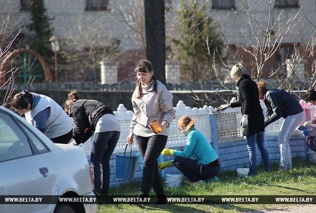 Жители Хойников вышли на субботник