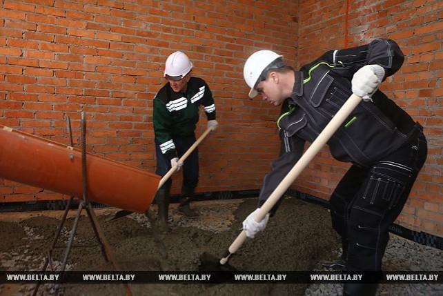 Сотрудники Гродненского облисполкома работали на территории дворцово-паркового комплекса Святск