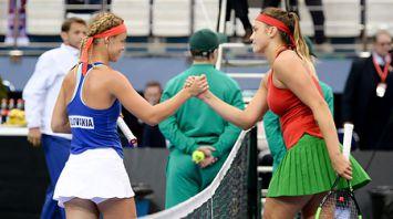 Арина Соболенко победила Анну Каролину Шмидлову в домашнем матче плей-офф Мировой группы Кубка Федерации