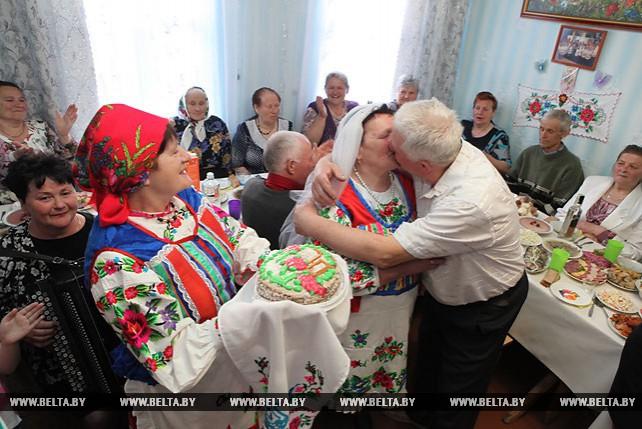 Золотую свадьбу отметили жители полесского агрогородка Иван и Надежда Дриневские