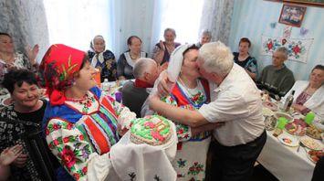 """Семья Ивана и Надежды Дриневских празднует """"Залатое вяселле"""""""