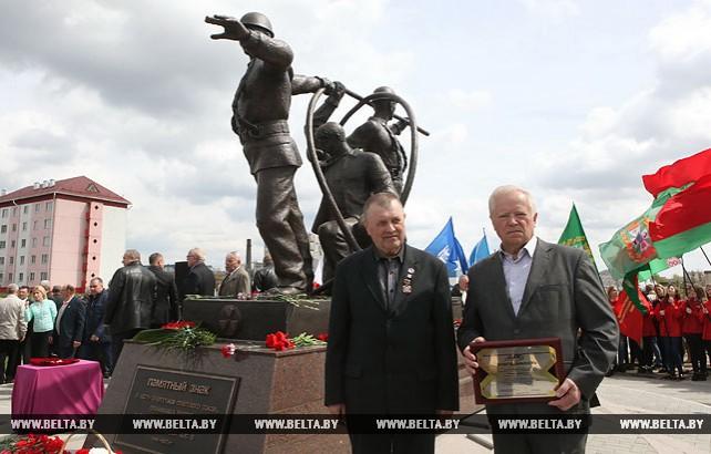 Памятный знак в честь энергетиков - ликвидаторов аварии на ЧАЭС открыли в Хойниках