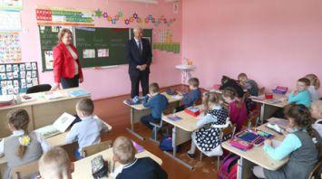 Мясникович посетил среднюю школу в Славгороде