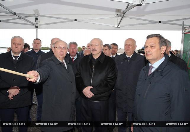 Лукашенко ознакомился с реконструкцией аварийного моста через Припять