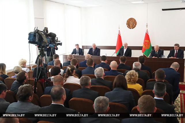 Лукашенко провел совещание с руководством Житковичского райисполкома и предприятий района