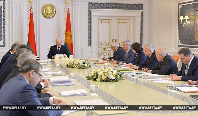 Лукашенко провел совещание по решению актуальных вопросов социально-экономического развития Беларуси