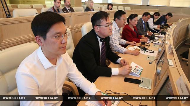 Михаил Мясникович встретился с представителями ведущих СМИ Китая
