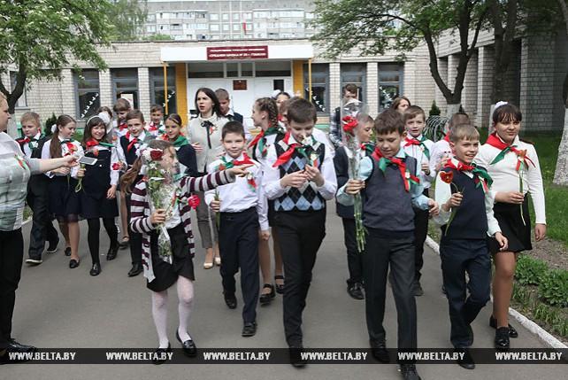 В гомельской школе имени Бориса Царикова пятиклассников приняли в пионеры