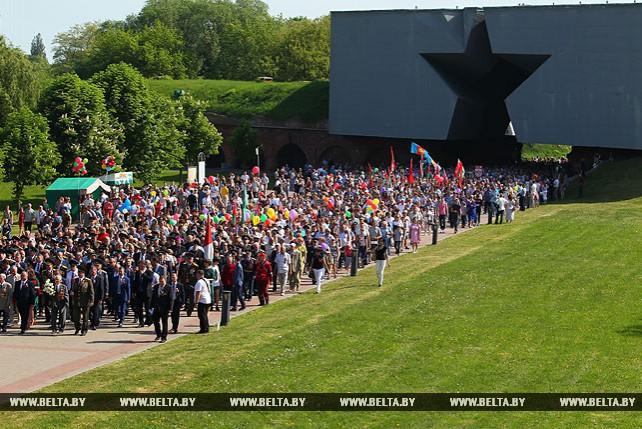 В Бресте прошло праздничное шествие, посвященное 73-й годовщине победы в Великой Отечественной войне
