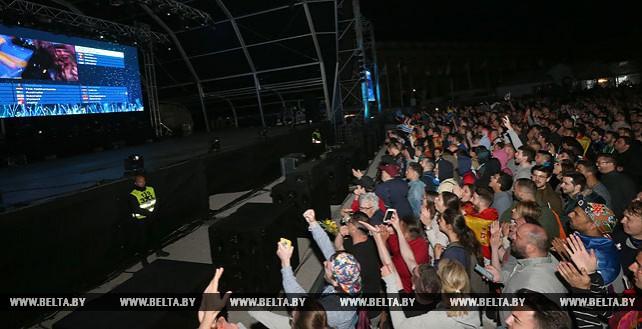 """Поклонники """"Евровидения"""" в евродеревне"""