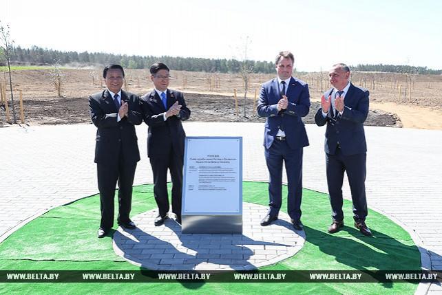 """В """"Великом камне"""" открылся Парк успехов китайско-белорусской дружбы"""