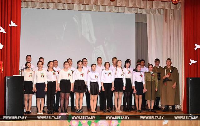 Ученики Острошицко-Городокской школы порадовали жителей дома-интерната праздничной программой ко Дню Победы