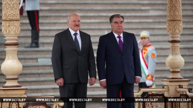 Встреча Лукашенко и Рахмона проходит в Душанбе