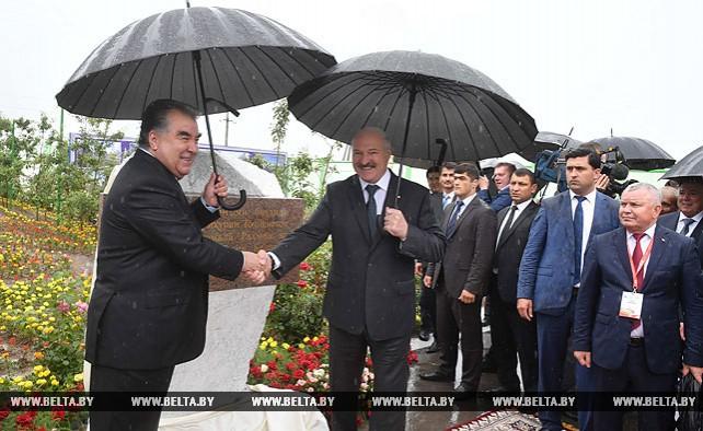 Лукашенко и Рахмон официально открыли сборочное производство белорусской сельхозтехники в Таджикистане