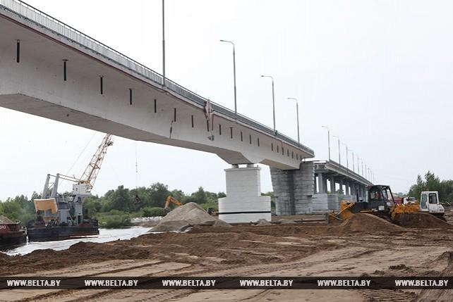 Аварийный пролет моста через Припять готовится к взрыву