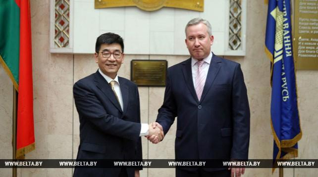 Академия управления и Шанхайская академия общественных наук подписали меморандум о сотрудничестве