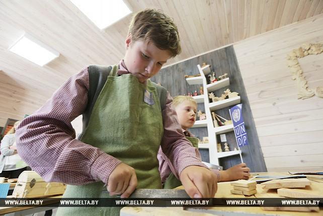 Обновленная мастерская по обучению ремеслу деревообработки работает в Червене