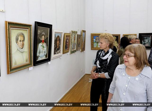 Работы Никаса Сафронова представлены на выставке в Витебске