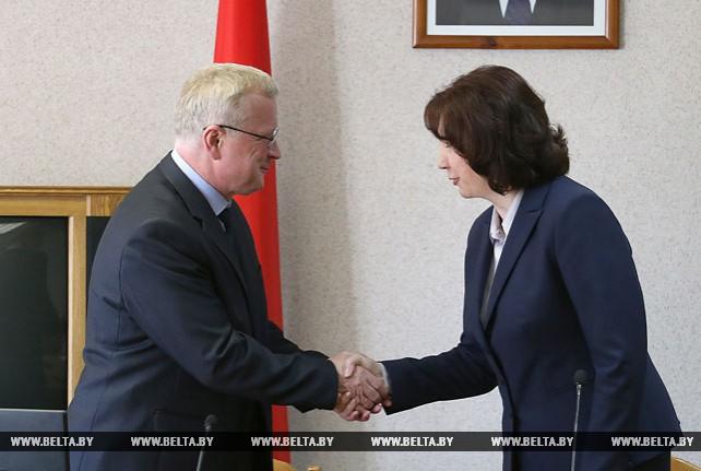 Кочанова представила коллективу Академии управления при Президенте Беларуси нового ректора