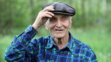 Павел Демидовец занимается старинным промыслом - бортничеством