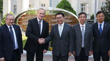 Глава Китайской академии наук посетил НАН Беларуси