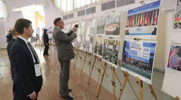 """Фотовыставки БЕЛТА представлены на форуме """"Восточная Европа: в поисках безопасности для всех"""""""
