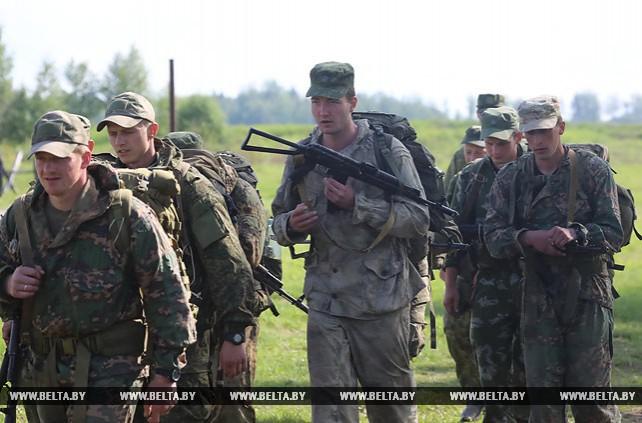 """Военнослужащие Беларуси и России проходят испытания на право награждения знаком """"Доблесть и мастерство"""""""
