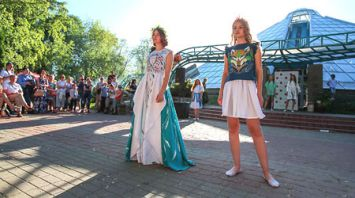 Модные показы Национальной школы красоты проходят в Ботаническом саду