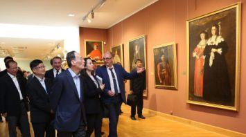 Зампредседателя КНР Ван Цишань посетил художественный музей