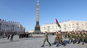 Ван Цишань возложил венок к монументу Победы в Минске