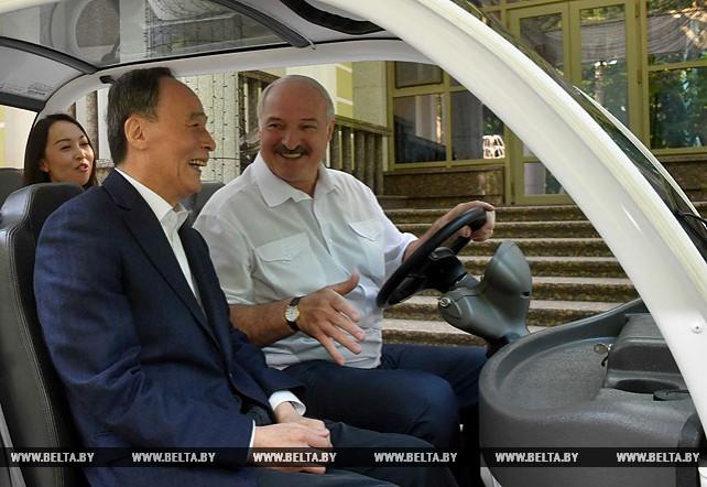 Лукашенко в своей загородной резиденции встретился с заместителем председателя КНР Ван Цишанем