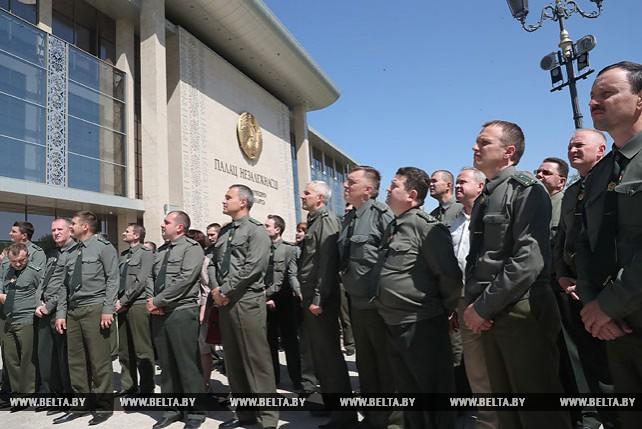 Пограничники посетили Дворец Независимости