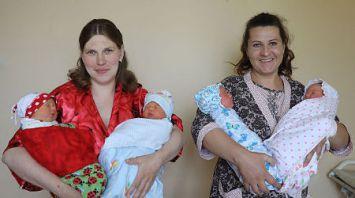 Две пары двойняшек родились в Оршанском роддоме