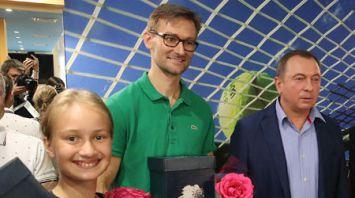 Сотрудник МИД с 10-летней дочерью победил в дипломатическом турнире по теннису в Минске