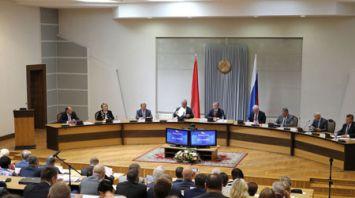 Сближение законодательств Беларуси и России обсуждают союзные депутаты на сессии в Бресте