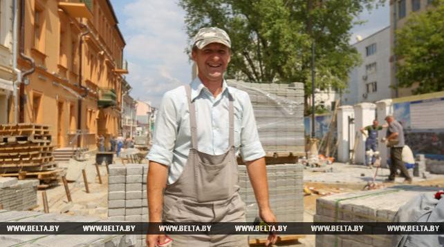 Новую пешеходную зону обустраивают в Минске