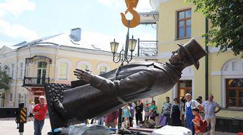 В Витебске устанавливают скульптуру белорусского великана
