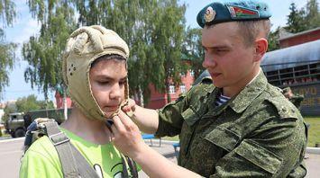 Азам армейской службы обучают школьников в витебской 103-й бригаде