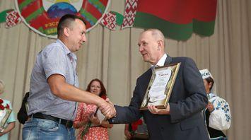 Кравцов наградил лучших журналистов Гродненской области