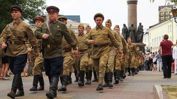 Парад реконструкторов открыл военно-исторический слет в Бресте