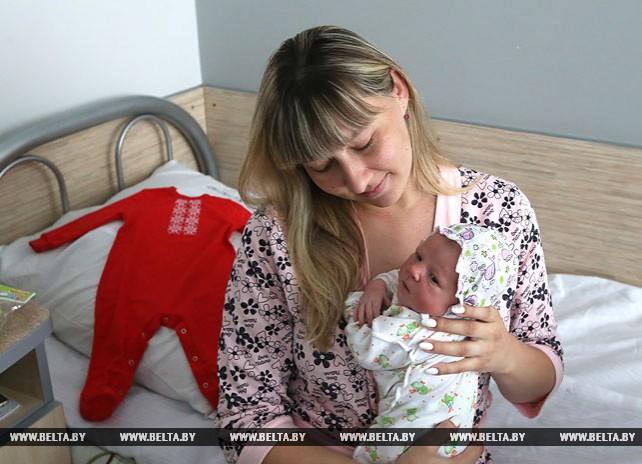 Младенцев оденут в вышиванки: в Беларуси стартовала акция БРСМ