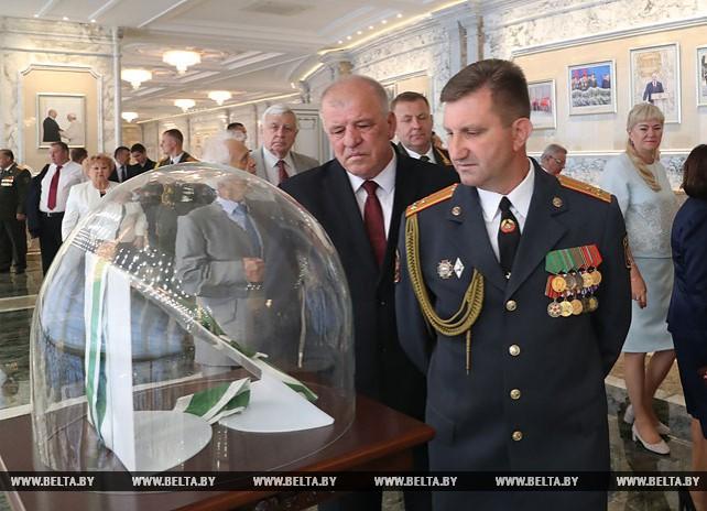Для участников церемонии вручения госнаград провели экскурсию во Дворце Независимости