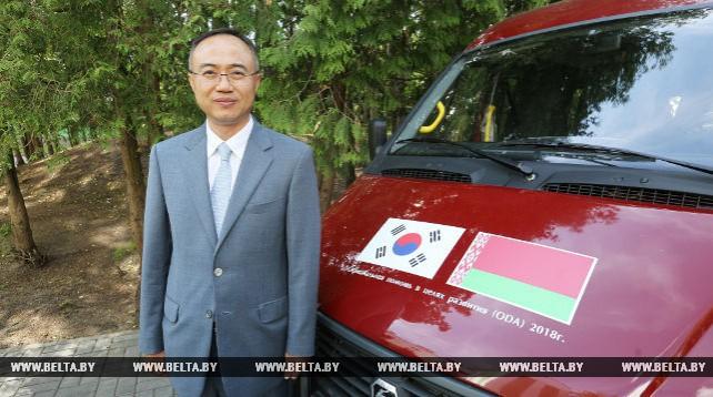Учреждения соцобслуживания получили пять микроавтобусов от Республики Корея
