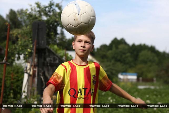 Максим Трушко из Большой Берестовицы стал флагоносцем на чемпионате мира по футболу